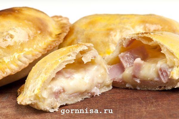 Очень вкусные эмпанадас с сыром и ветчиной