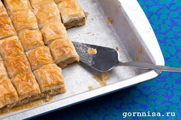 Пахлава с орехами и сливочным маслом