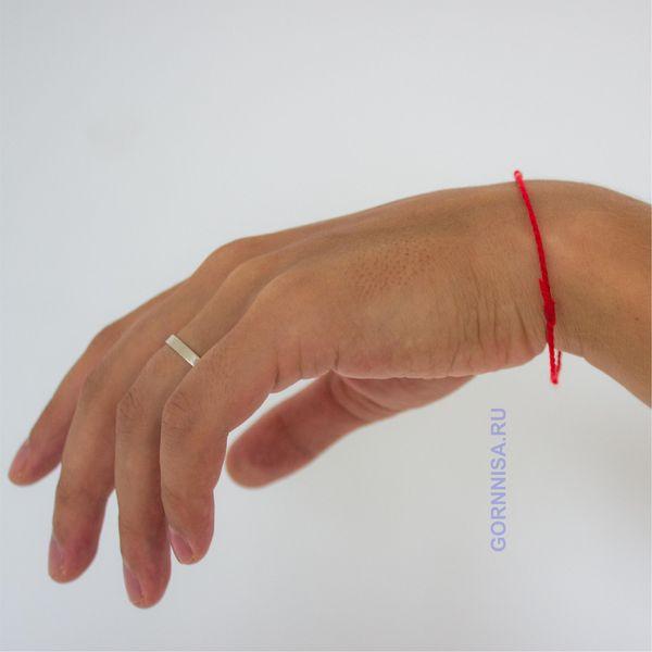 Красная нить на запястье - оберег и защита - https://gornnisa.ru/