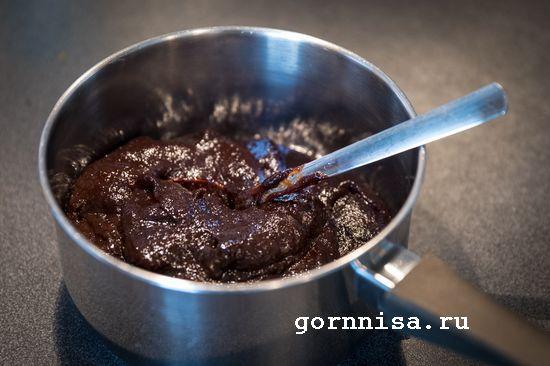 Сливовый соус для мяса с чесноком и укропом готовое блюдо https://gornnisa.ru/