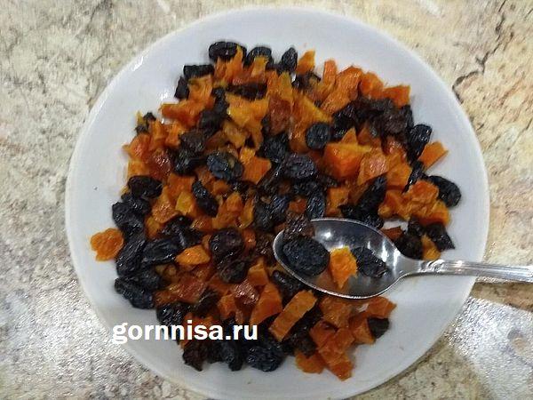 Постный шоколадный пирог с сухофруктами - простой пошаговый рецепт https://gornnisa.ru/ Сухофрукты нарезанные