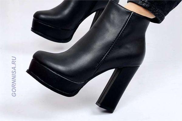 #4 Ботинки на высоком каблуке