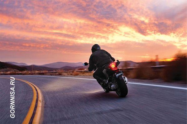 #1Мотоциклист на свободной дороге