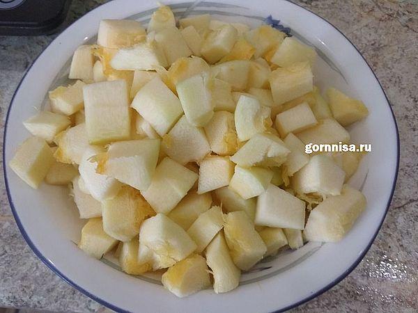 Рецепт сезона - овощной салат на зиму Парамониха https://gornnisa.ru/ Шаг 2 Кабачки нарезать на кубики